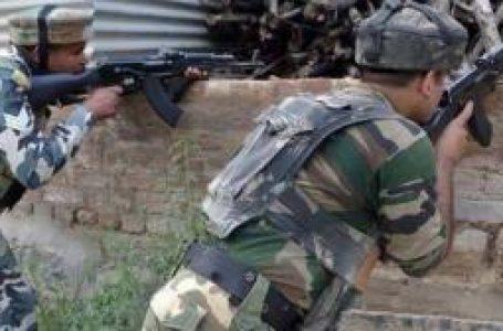 पुलवामा  में रात 12 बजे से आतंकियों से मुठभेड़ जारी देश के 4 जवान शहीद